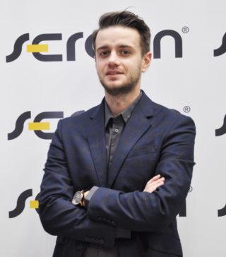 https://www.serafin.agro.pl/wp-content/uploads/2020/05/JAKUB-SIEŃKO-SERAFIN-MASZYNY-320x364.jpg